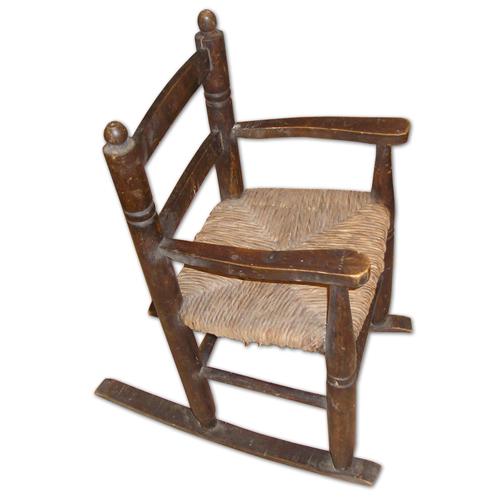 ancien-fauteuil-a-bascule-pour-enfant