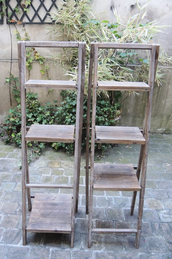 2-anciens-escabeaux-decoratifs-en-bois