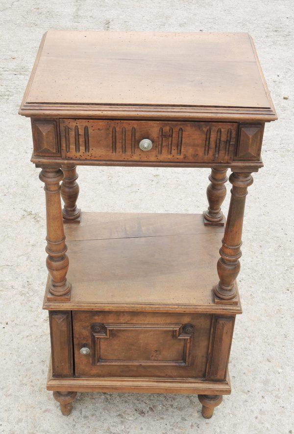 ancienne-table-de-chevet-en-bois