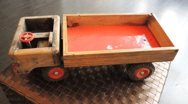 ancien-jouet-camion-benne-en-bois-et-plastique