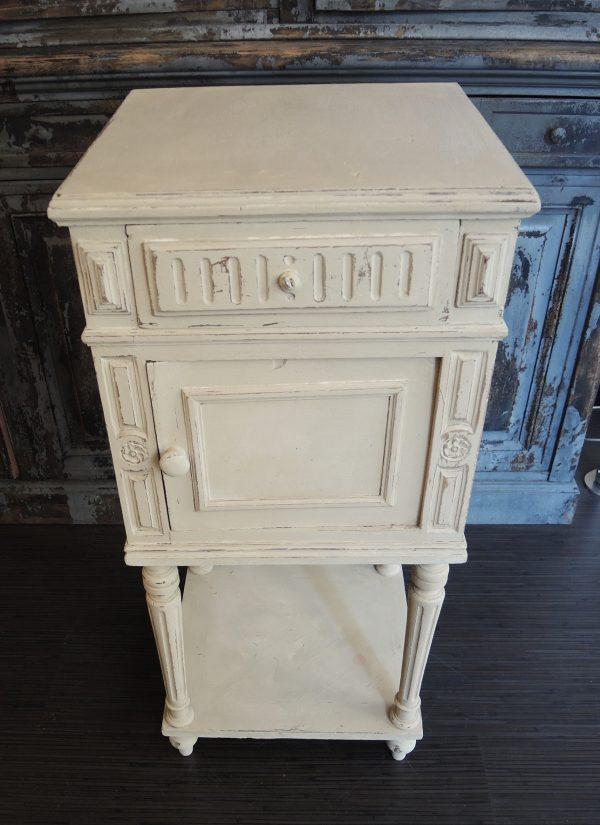 ancienne-table-de-chevet-en-bois-relooke
