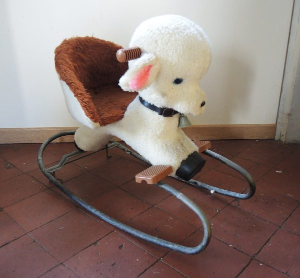 ancien-mouton-a-bascule-