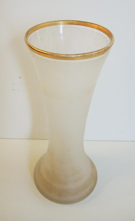 ancien-vase-en-cristal-givre