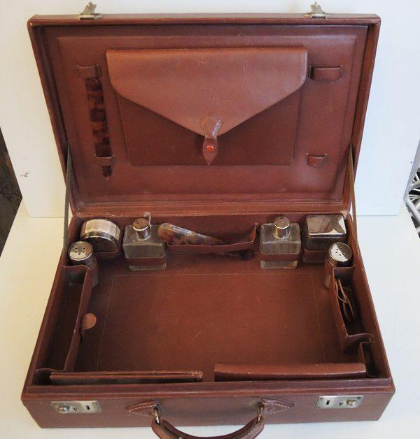 ancienne-trousse-valise-de-toilette-voyage