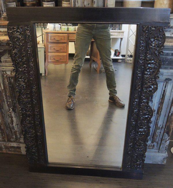 grand-miroir-en-bois-fonce-sculpte
