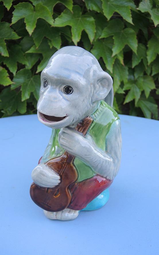 ancien-pichet-barbotine-singe