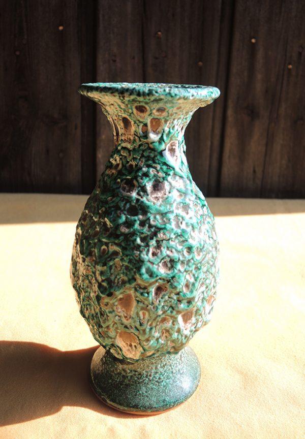 petit-vase-ancien-en-barbotine-verte