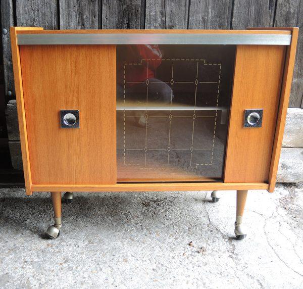 ancien-meuble-bar-meuble-tele-a-roues