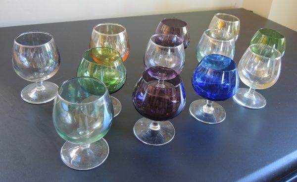 lot-de-12-anciens-verres-a-cognac-multicolore