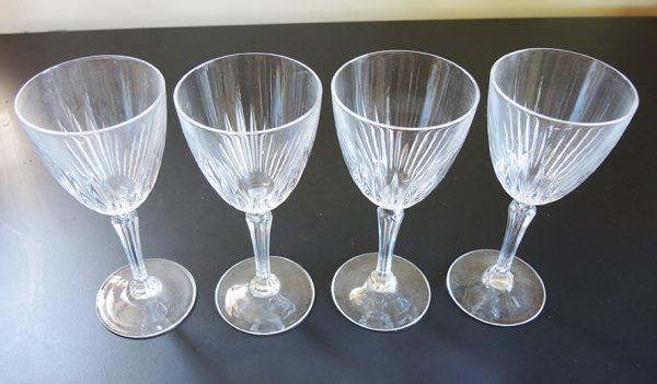 ancien-coffret-de-4-verres-a-pied-cristal-darques