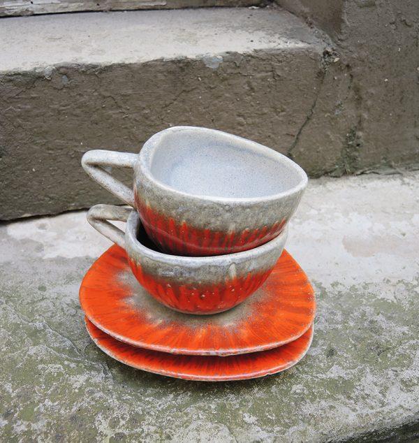 2-anciennes-tasses-et-soucoupes-triangulaires-luc-vallauris