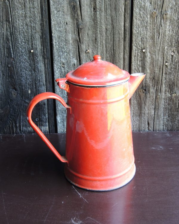 ancienne-cafetiere-en-email-rouge
