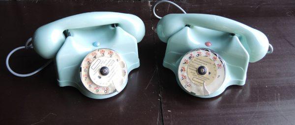 anciens-paires-de-telephones-a-cadran-rotatif