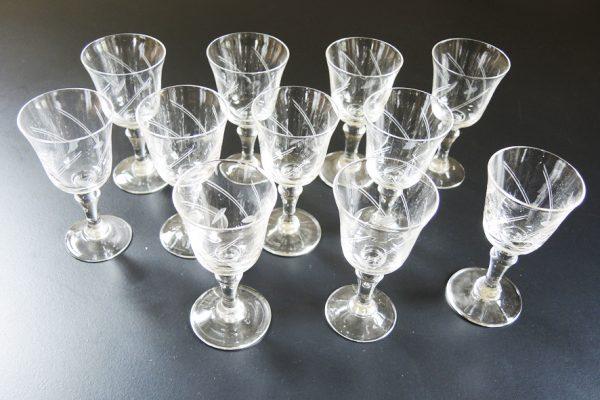 11-verres-a-digestif-anciens-en-verre-taille