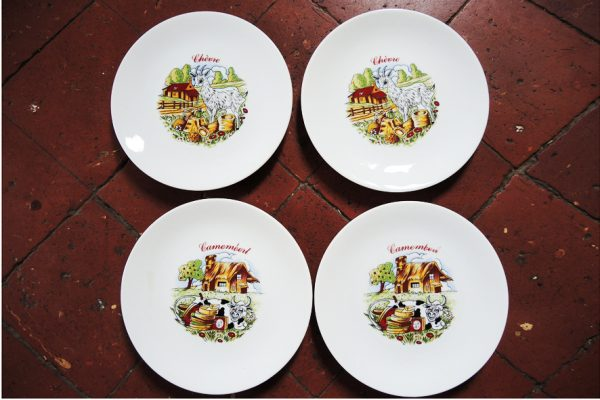 service-de-10-assiettes-anciennes-en-porcelaine-europeenne