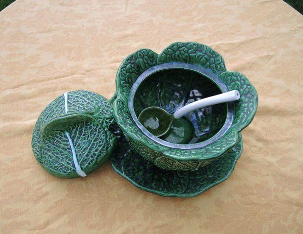 ancienne-soupiere-chou-en-ceramique-avec-son-plat-et-sa-louche