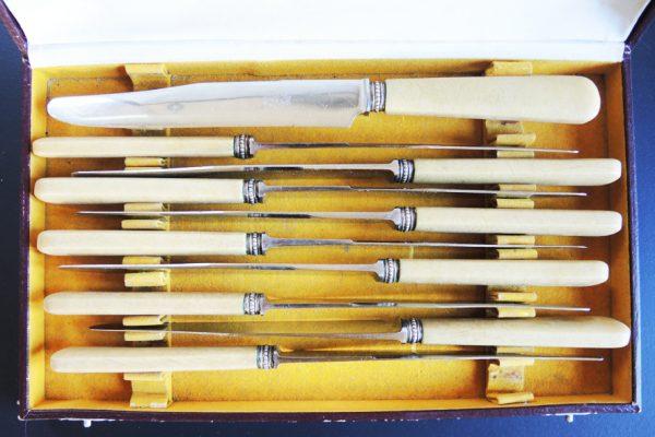 10-anciens-couteaux-de-table-oxo-inox-et-bakelite