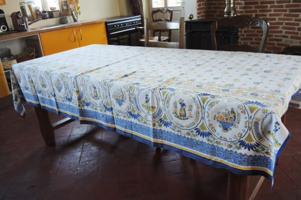 ancienne-nappe-rectangulaire-bouchara