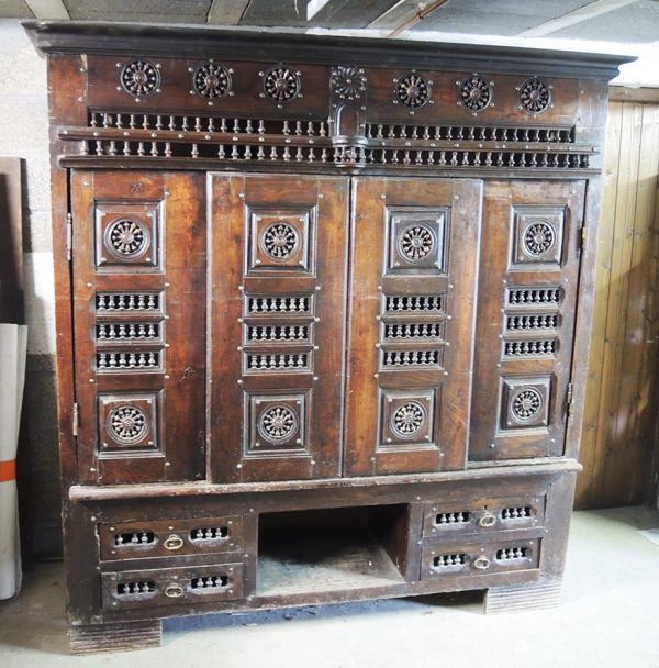 ancien-grand-buffet-breton-en-chene-massif