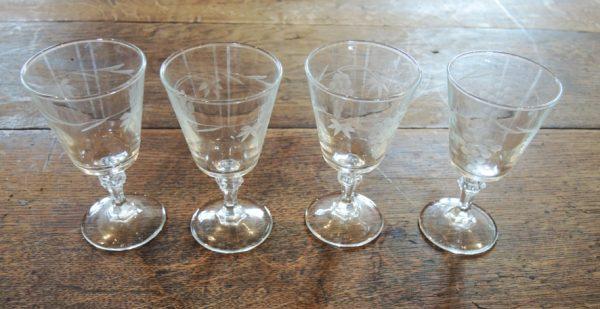 4-anciens-verres-a-digestif-decores-de-vignes