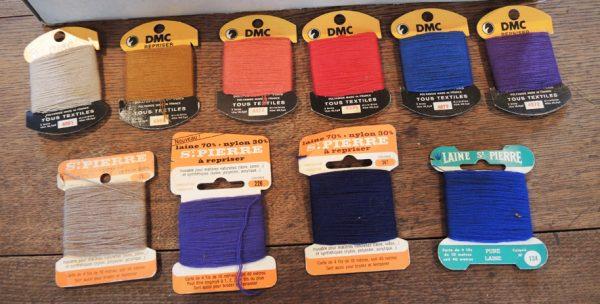 anciennes-cartes-de-fil-a-repriser-en-laine-nylon