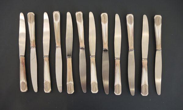 12-anciens-couteaux-a-dessert-inox-et-bakelite-sionville