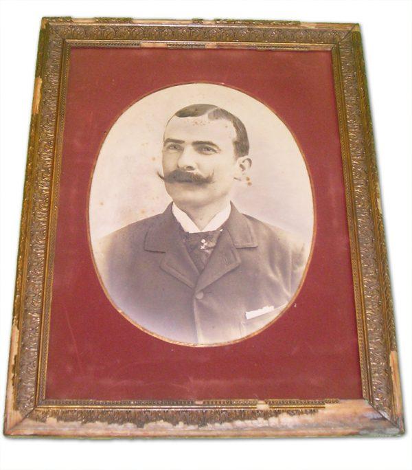 ancienne-photo-dun-homme-moustachu