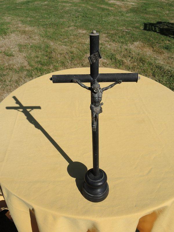 ancienne-croix-a-poser-en-bois-tourne-et-fer
