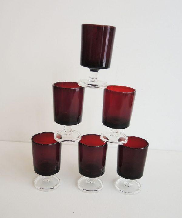lot-de-verre-a-liqueur-rouge-vintage