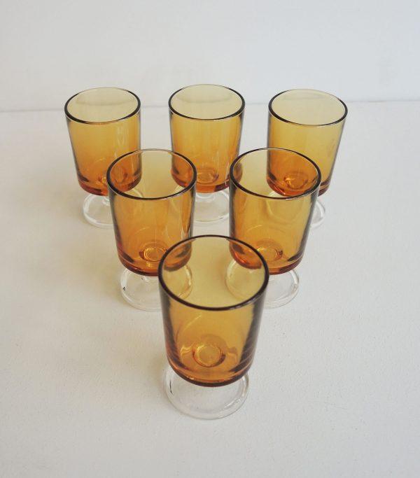 lot-de-verre-a-liqueur-jaune-vintage
