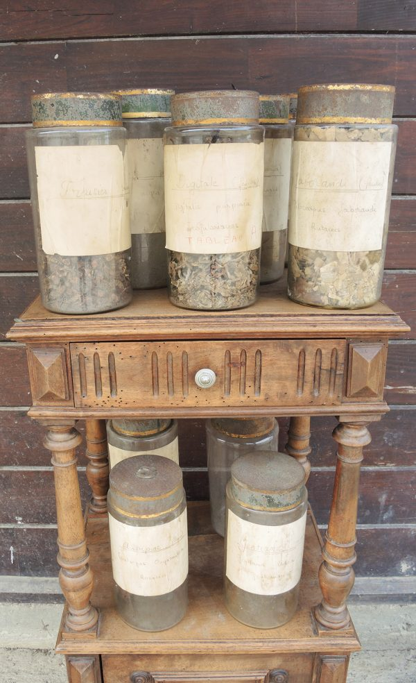 9-anciens-pots-a-pharmacie