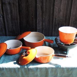 Batterie De Cuisine / 3 Casseroles Vintage En Fonte Orange