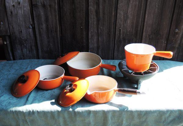 ancienne-batterie-de-cuisine-3-casseroles-en-fonte-orange