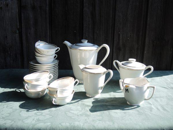 ancien-service-a-cafe-the-en-porcelaine-poral