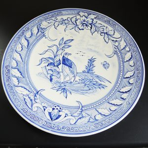 ancien-grand-plat-en-faience-peint-main