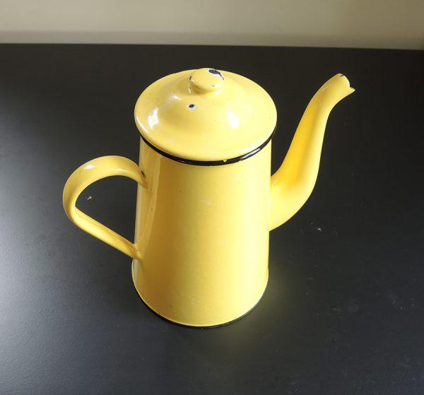 ancienne-cafetiere-en-email-jaune-10-12-tasses