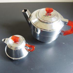 Théière Et Pot À Lait Vintage En Métal