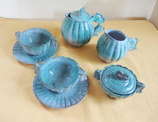 ancien-service-a-the-en-ceramique-bleu-signe