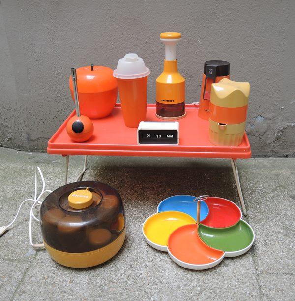 ancien-plateau-de-lit-en-plastique-orange-annees-70