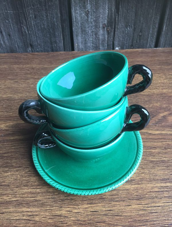 4-anciennes-tasses-en-ceramique-verte
