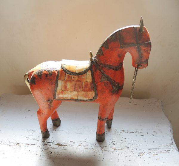 ancien-cheval-en-bois-sculpte-laiton-nacre