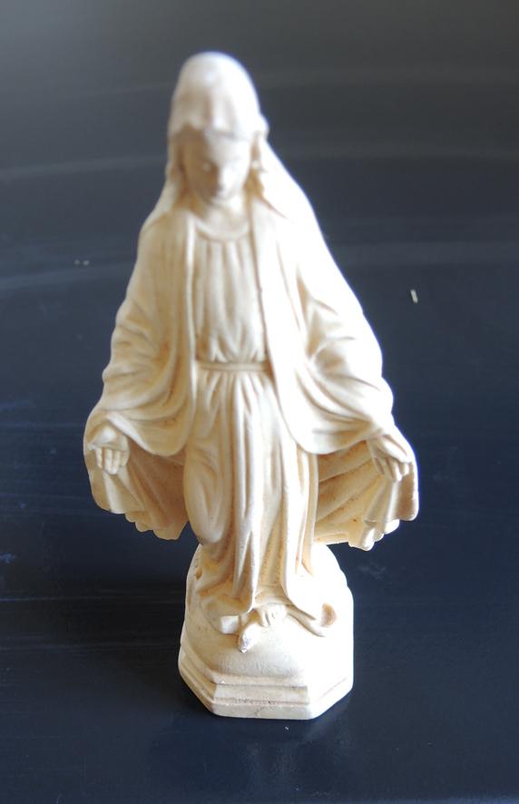 ancienne-statuette-en-ceramique-de-la-vierge-miraculeuse