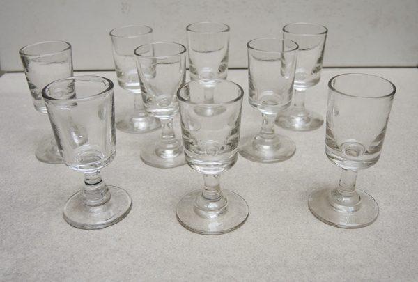 9-anciens-verres-a-goutte-h-75-cm