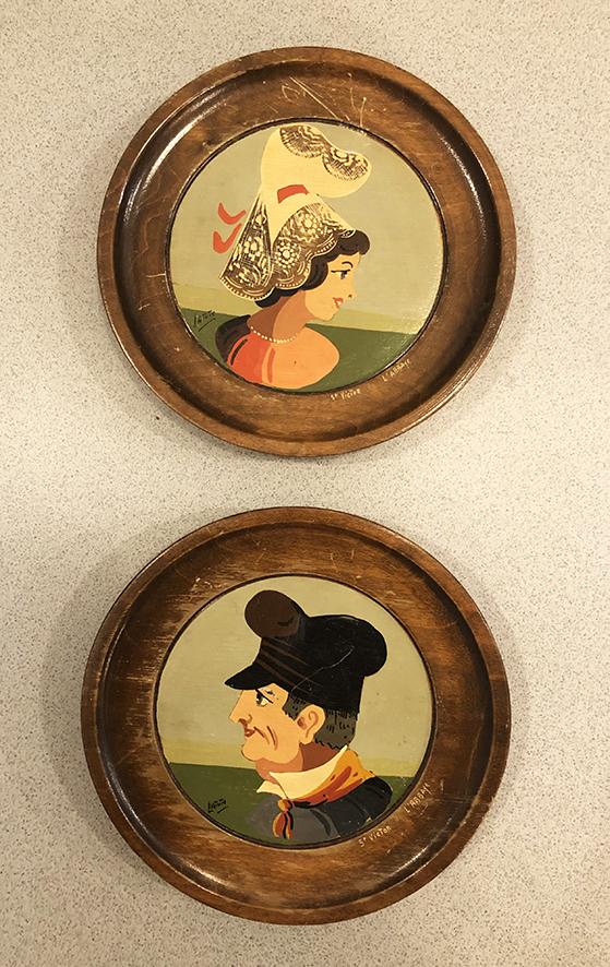 2-anciennes-mini-assiettes-decoratives-en-bois