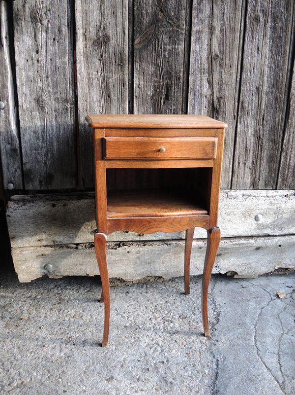 ancien-table-de-chevet-en-bois-et-pieds-cabriolet