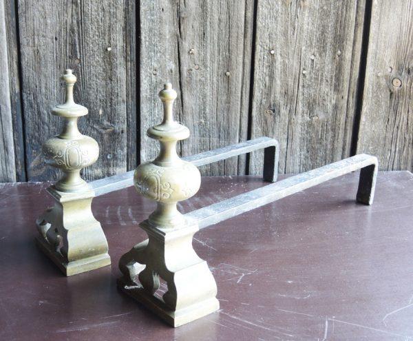 ancienne-paire-de-chenets-minaret-en-fer-laiton