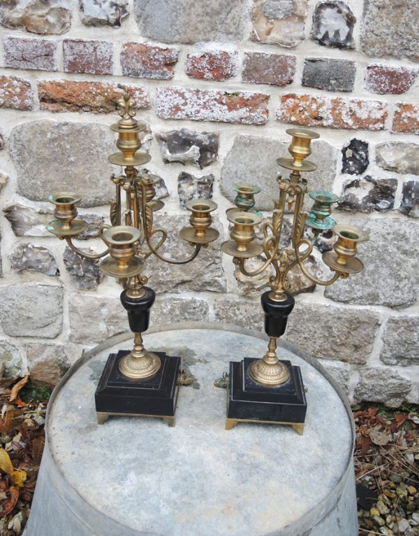 2-anciens-bougeoirs-chandeliers-en-laiton-marbre