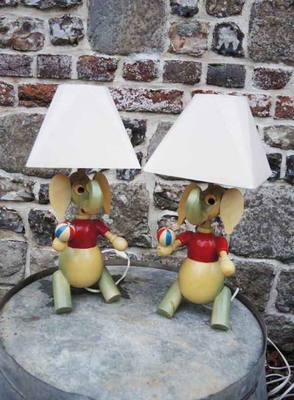 anciennes-lampes-éléphant-en-bois