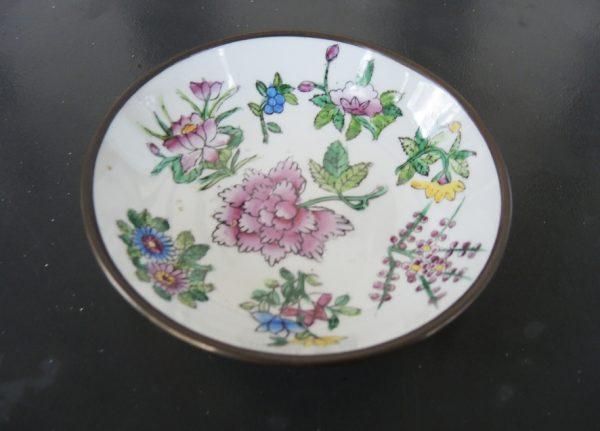assiette-decorative-asiatique-porcelaine-laiton