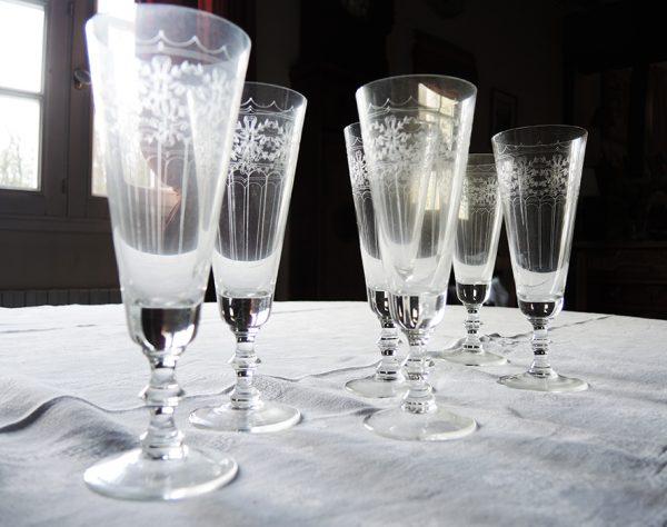 anciennes-flutes-en-cristal-grave